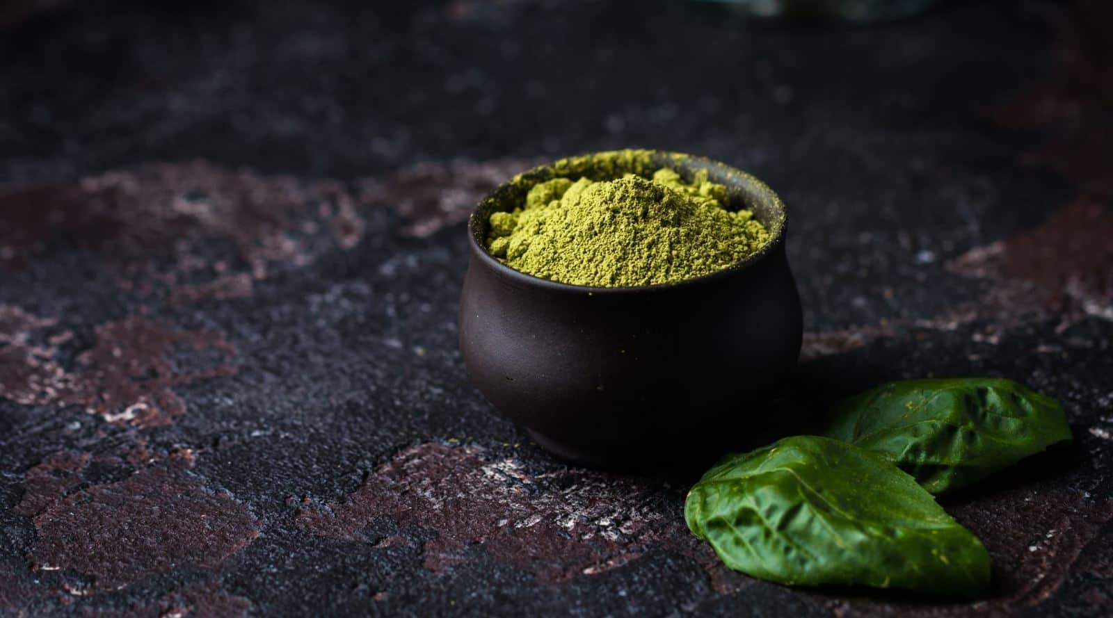 high vs low quality matcha – spot the difference
